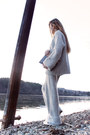 Heather-gray-sweater-gray-bag-heather-gray-pants-white-sneakers