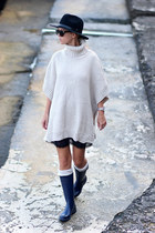 navy Stradivarius boots - navy Zara dress - black hat - beige Choies cape