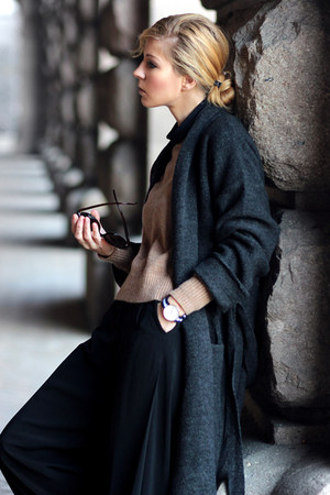 dark gray long cardican cardigan - light brown sweater - white sneakers