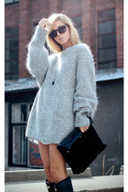 heather gray sweater - black rubber boots Hunter boots - black suede clutch bag