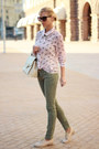 Neutral-shoes-army-green-jeans-light-pink-shirt-neutral-bag