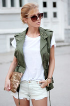 sequins clutch Winter Lennon bag - white shorts - white t-shirt