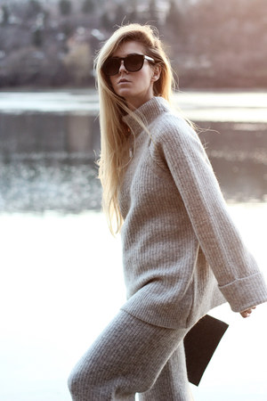 gray bag - heather gray sweater - heather gray pants - white sneakers