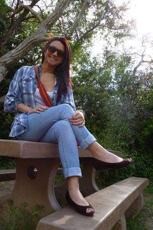 blue Nautica top - brown full tilt shoes - red purse