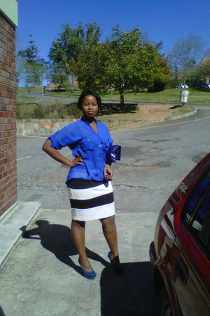 black and white skirt - blue shirt - blue purse - blue heels