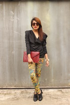 yellow leggings - black boots - ruby red clutch Forever 21 bag - black top