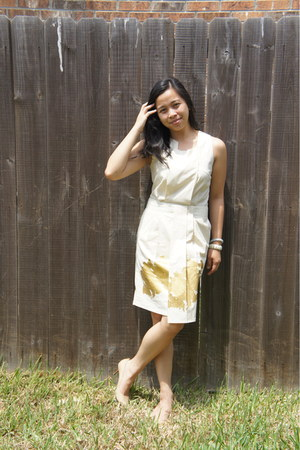 cream dress - neutral Nine West heels - off white banana republic bracelet