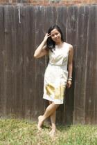 cream dress - neutral Nine West heels - off white banana republic bracelet