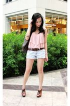 Wetseal top - Forever 21 shorts - H&M belt - Jessica Simpson shoes - H&M accesso