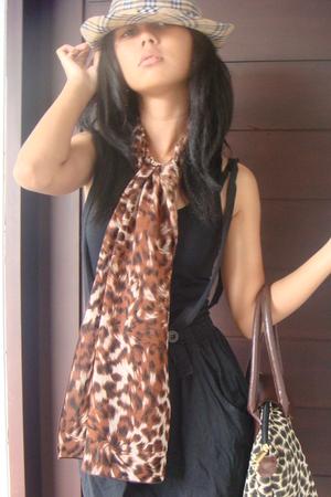 black unknown top - brown unknown scarf - brown longchamp accessories - brown Bu