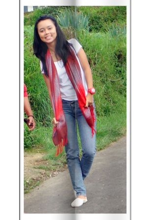 red handmade scarf