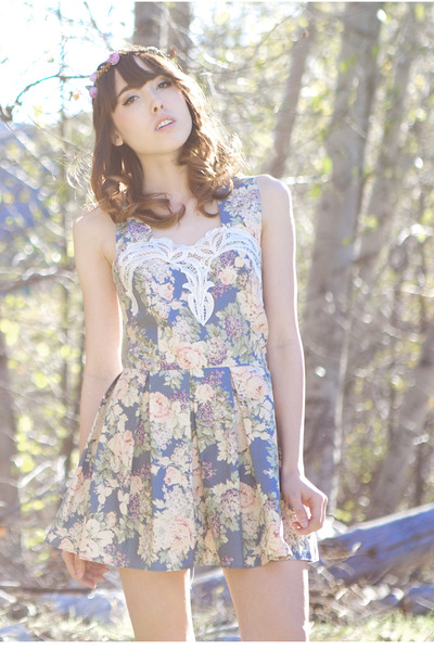 sky blue floral Johnny & June dress
